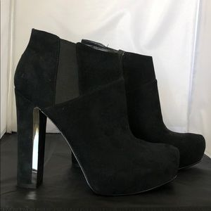 Brand new Guess black heel bootie